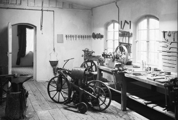 Reitwagen w warsztacie w 1885 roku (fot. motosound.de)