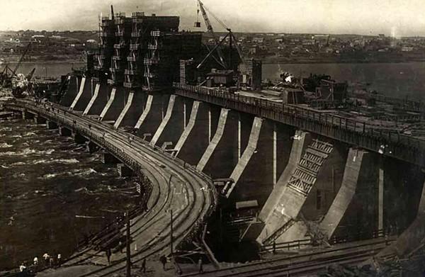 Budowa Dnieprowskiej Elektrowni Wodnej