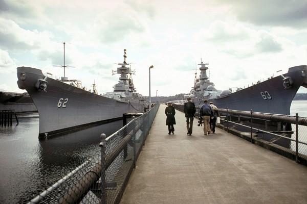Pancerniki USS New Jersey i USS Missouri w rezerwie