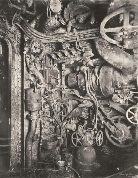 Przedział napędowy z silnikami diesla (fot. Tyne & Wear Archives & Museums)