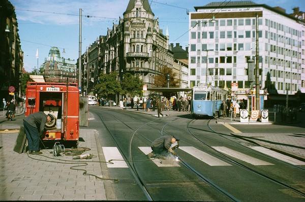 Naprawa torów tramwajowych w Sztokholmie w 1966 roku (fot. Stockholm Transport Museum)