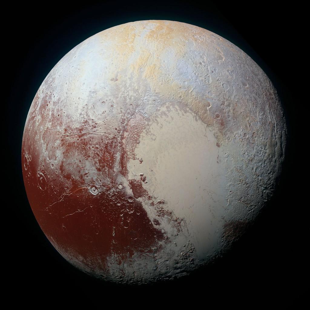 Pluton w kolorze (zdjęcie powstało w wyniku nałożenia kilku zdjęć wykonanych przez sondę New Horizones) Fot. NASA