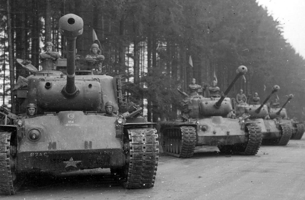 M26 Pershing swoimi rozmiarami przypominał czołg ciężki