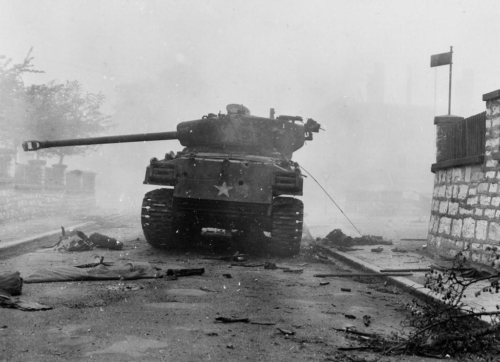 Zniszczony amerykański M4A3(76)W Sherman