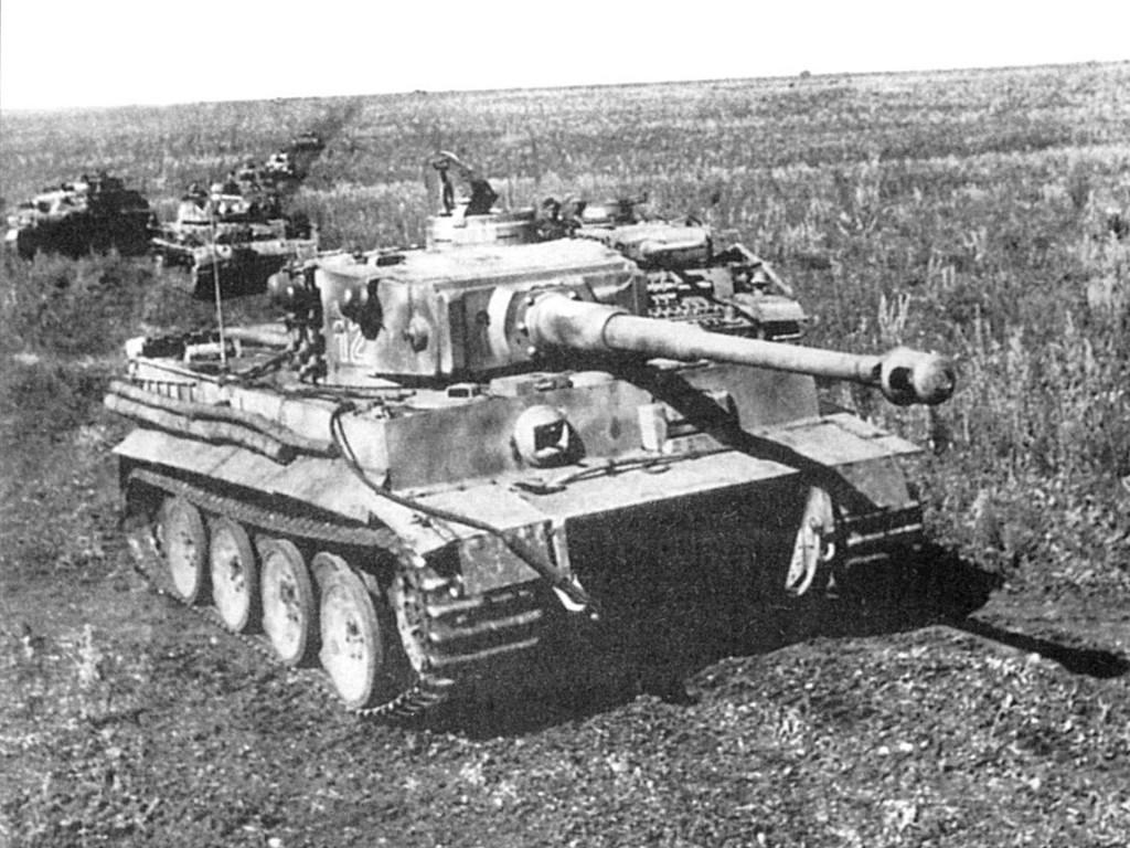 PzKpfw VI Tygrys na froncie wschodnim - ze względu na liczne otwarte przestrzenie czołg ten był tam wyjątkowo skuteczny