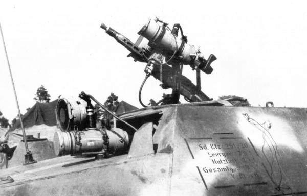 SdKfz 251 z celownikami FG 1250 i FG 1252