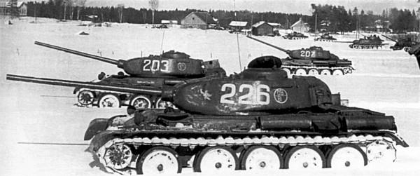 T-44 podczas zimowych manewrów