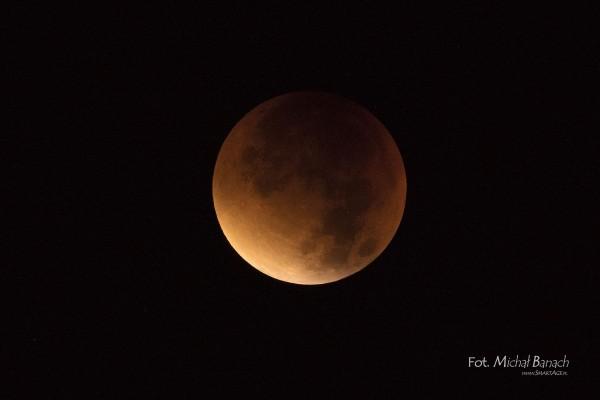 Zaćmienie księżyca w nocy z 27 na 28 września 2015 (fot. Michał Banach)