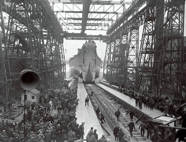 USS New Jersey w trakcie wodowania