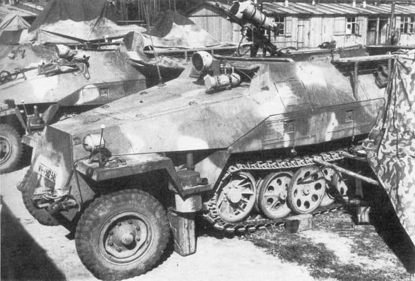Transportery SdKfz 251 należące do Kampfgruppe Uhu