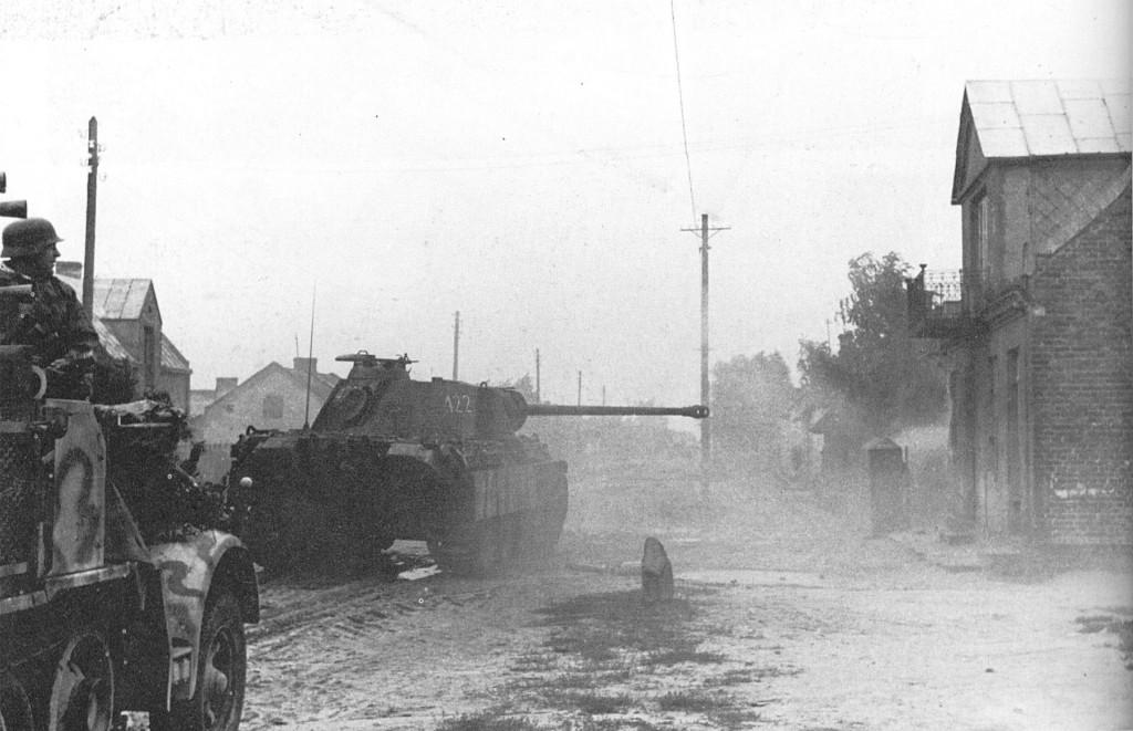 PzKpfw V Panther w trakcie walk w mieście