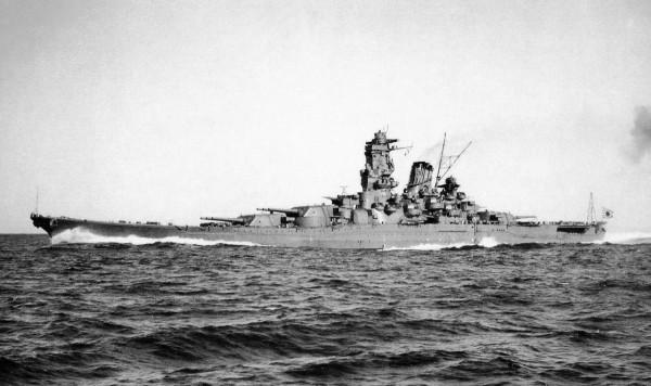 Japoński pancernik Yamato w 1941 roku - okręt ten był największym potencjalnym przeciwnikiem amerykańskich pancerników typu Iowa