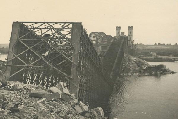 Most w Tczewie po wysadzeniu w czasie II wojny światowej