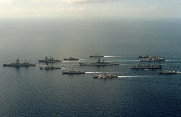 USS New Jersey wraz z australijskimi i amerykańskimi okrętami USS Long Beach, USS Merrill, HMAS Swan, HMAS Stuart, HMAS Parramatta, USNS Passumpsic, USS Wabash, HMAS Derwent, USS Kirk, USS Thach i HMAS Hobart w 1986 roku