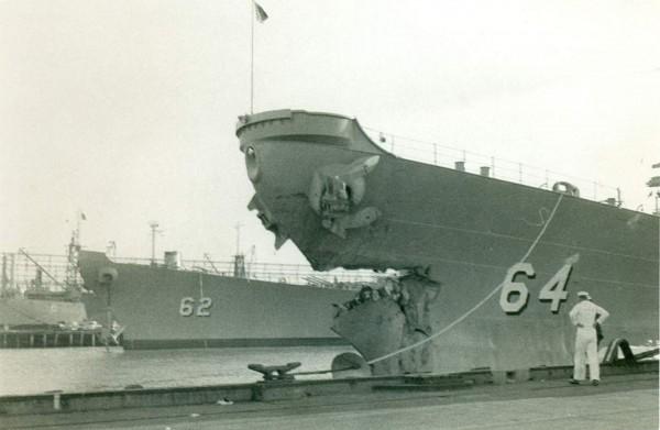 Uszkodzony dziób USS Wisconsin