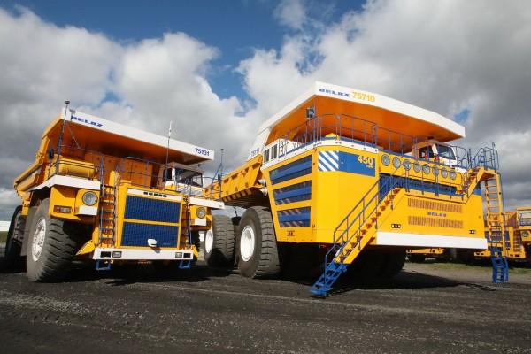 BiełAZ 75710 i mniejszy BiełAZ 75131