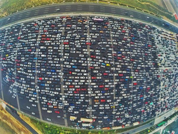 Olbrzymi korek na trasie Pekin-Hong Kong Makau (Fot. Whitehotpix/ZUMA Press)