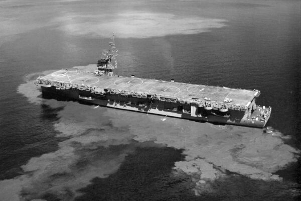 USS Thatis Bay w 1963 roku