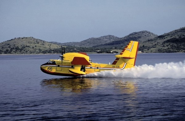 Canadair CL-415 (fot. avionslegendaires.net)
