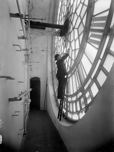 Inspekcja zegara umieszczonego na Big Benie w Londynie w 1920 roku