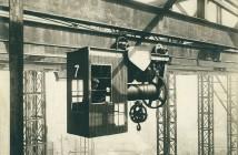 Stanowisko operatora suwnicy w stoczni William Doxford & Sons Ltd w latach 30. (fot. Tyne & War Arhcives & Museums)