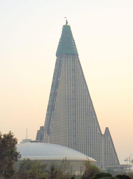 Ryugyong Hotel (fot. Kok Leng Yeo)