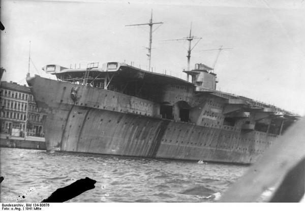 Graf Zeppelin w 1941 roku