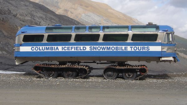 Gąsienicowy autobus Columbia Icefield Snowmobile Tours (fot. Highroller96/Wikimedia Commons)