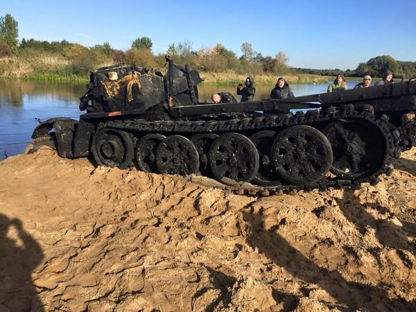 Wydobycie SdKfz 7 z Pilicy (fot. Panzer Farm)