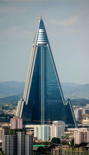 Ryugyong Hotel (fot. Joseph Ferris III)