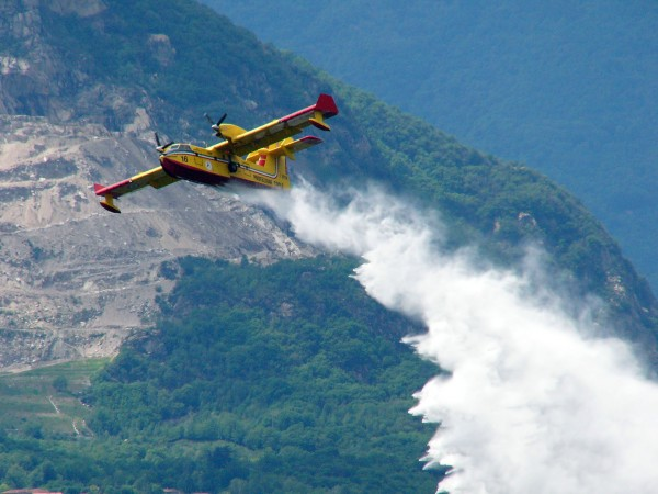 Canadair CL-415 (fot. ilnuovotribuno.it)