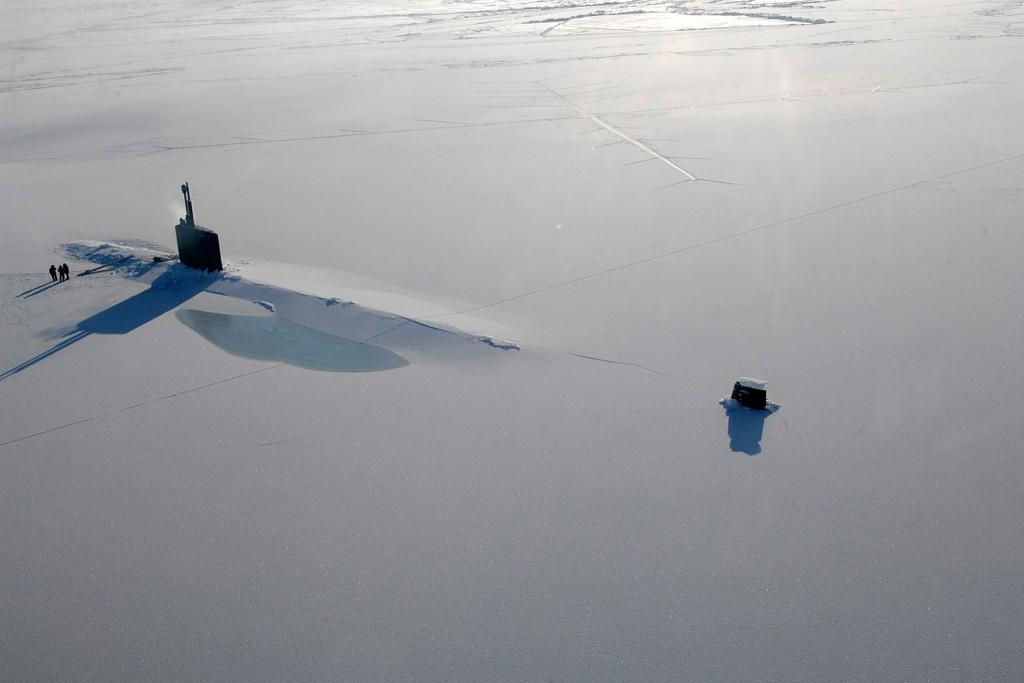 USS Annapolis po wynurzeniu gdzieś na Oceanie Arktycznym, 21 marca 2009 roku (fot. US Navy)