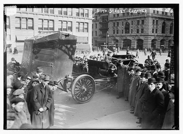 Pojazd zbudowany przez Magnusa Butlera (fot. George Grantham Bain)