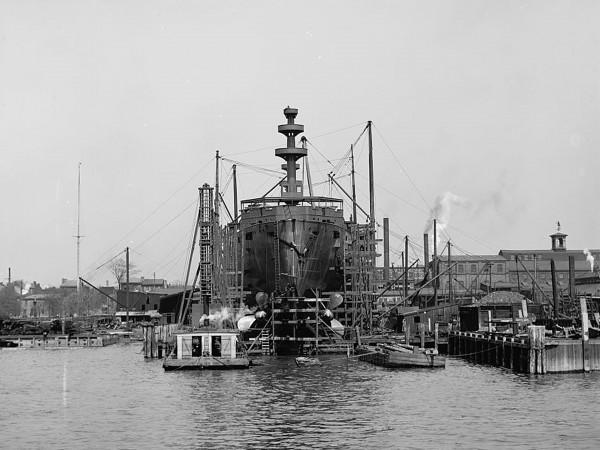 Pancernik USS Mississippi podczas budowy