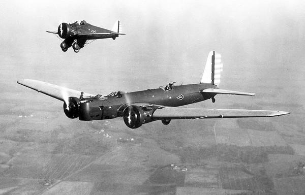 Boeing B-9 i P-26 Peashooter