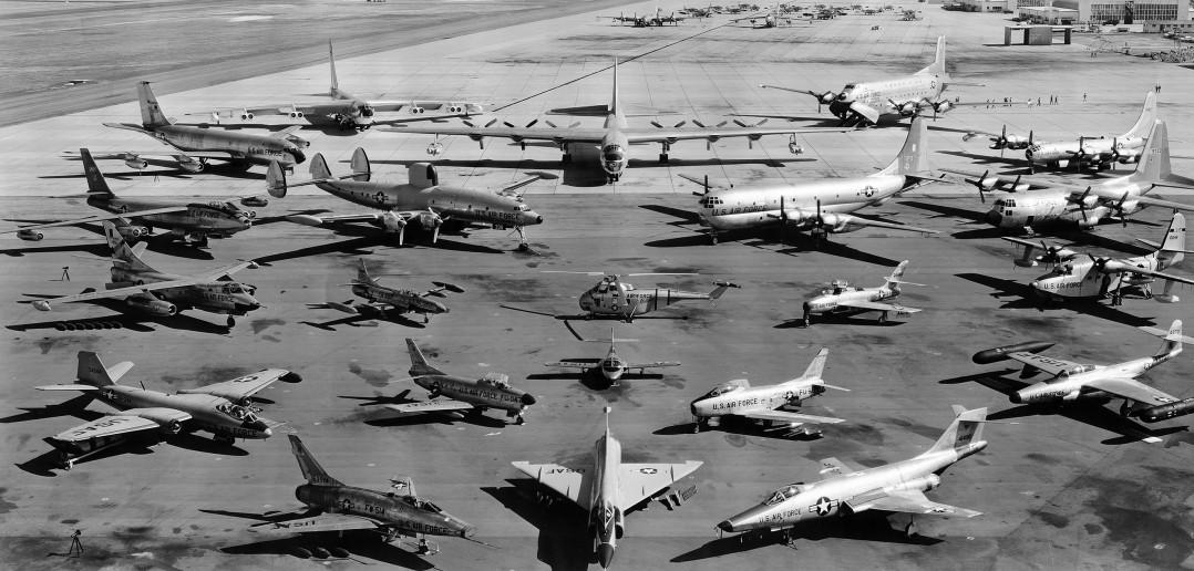 Przegląd samolotów USAF w 1957 roku - KC-135, B-52, B-36, C-124, C-124, B-50, B-47, EC-121, C-97, C-130, T-33, Sikorsky H-19, F-86, Grumman Mallard, B-57 (Camberra), F-86D, T-37, F-89, F-100, F-102 i F-101