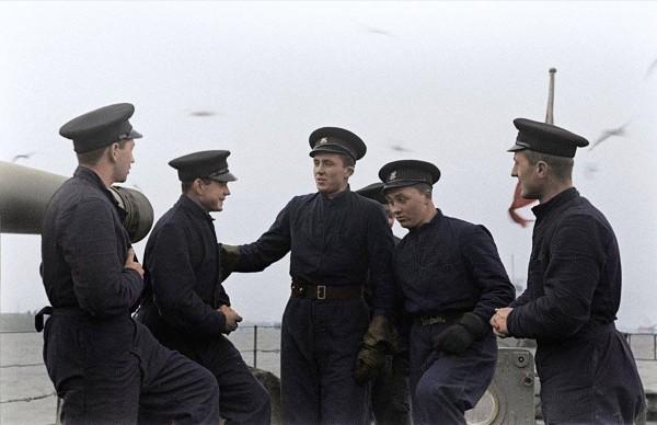 Polscy marynarze na ORP Burza w 1940 roku (fot. Mateusz Prociak)
