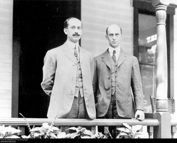 Bracia Wright - Orville (po lewej) i Wilbur (po prawej)
