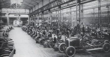 Hala montażowa zakładów Citroena w 1919 roku