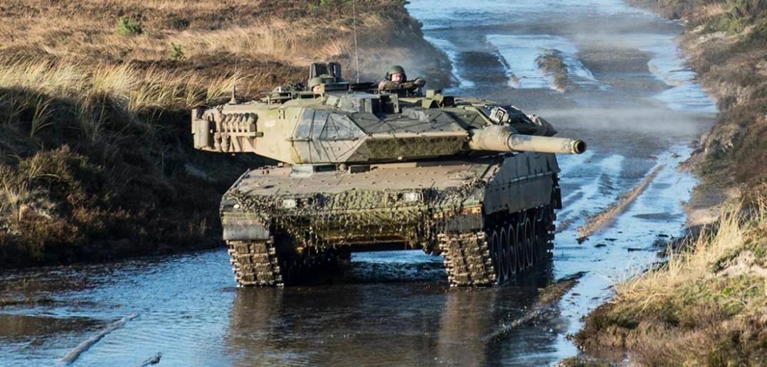 Duńskie Leopardy i amerykańskie Apache na ćwiczeniach - zdjęcia