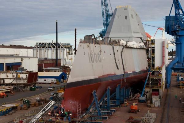 USS Zumwalt w trakcie budowy