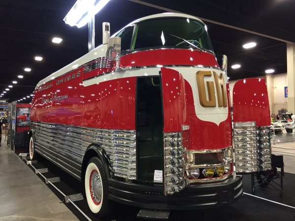 GM Futurliner (fot. Bransonevans/Wikimedia Commons)