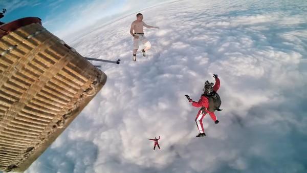 Antti Pendikainen i jego skok z balonu bez spadochronu