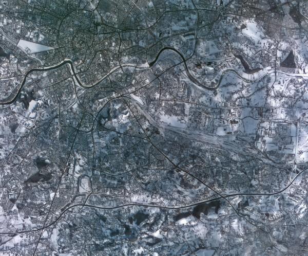 Kraków pokryty śniegiem - 17.01.2014 - satelita Kompsat-2/ESA