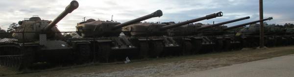 Amerykańskie czołgi ciężkie w jednym z składów sprzętu - M103, T30, T34 i dwa T29