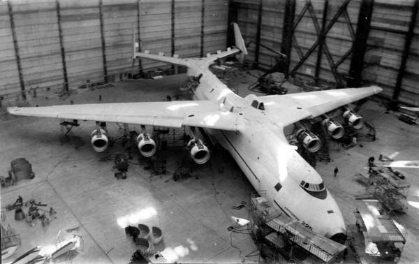 An-225 podczas budowy