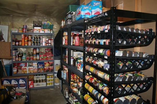 Magazyn żywności amerykańskiego preppersa - wszystko co może się przydać (fot. americanpreppersnetwork.com)