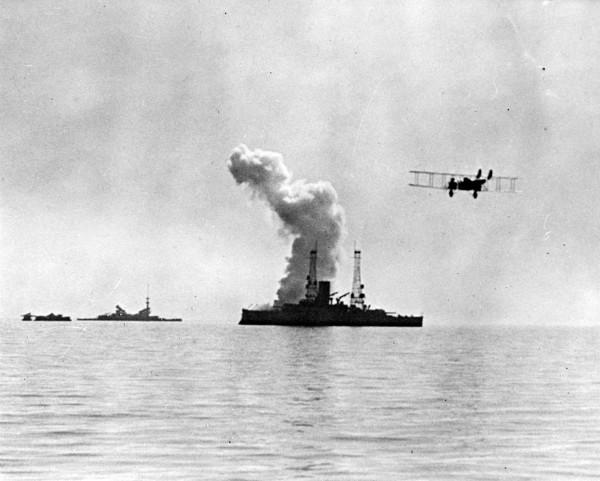 Pancernik USS Alabama podczas bombardowań