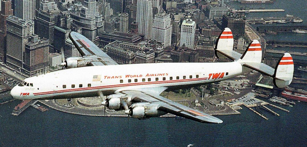 Lockheed Constellation linii TWA nad Nowym Jorkiem - zdjęcie