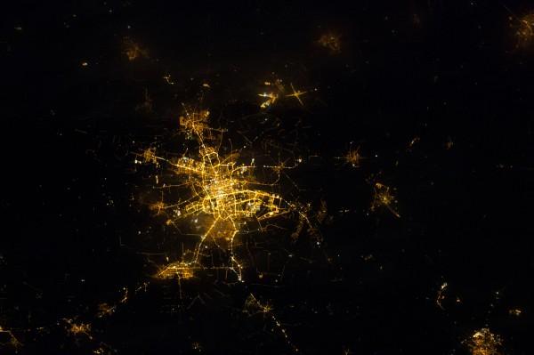 Łódź nocą - 27 luty 2014 - zdjęcie wykonane aparatem Nikon D4 z pokładu stacji ISS